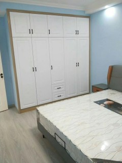 金色阳光3室2厅1卫120m²精装修