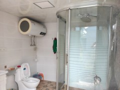 2室1厅2卫300m²中档装修
